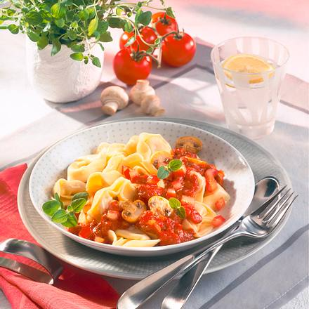Tortellini mit Tomaten-Pilzsoße Rezept