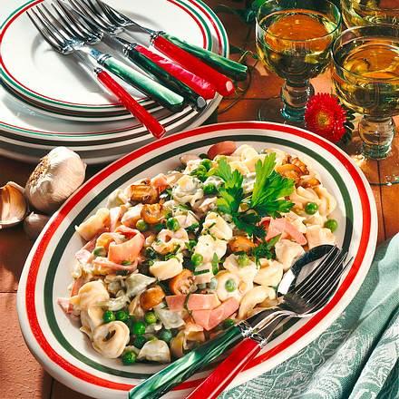 Tortellini-Salat mit Schinken (für 8-10 Personen) Rezept