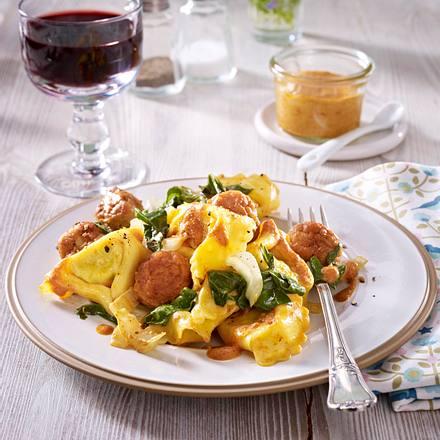 Tortelloni mit Mangold, Brätbällchen und roter Pesto-Soße Rezept