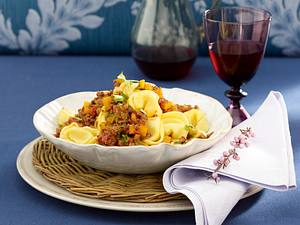 Tortelloni mit Steckrüben-Bolognese Rezept