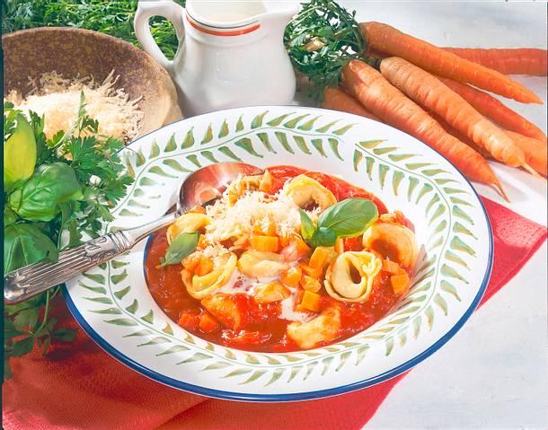 Tortelloni mit Tomaten-Basilikum-Soße Rezept