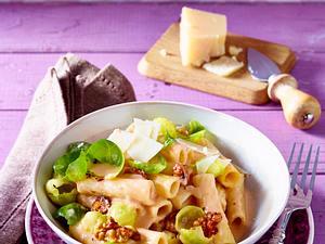 Tortiglioni an Walnuss-Rosenkohl-Soße Rezept