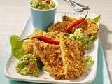 Tortilla-Schnitzelchen mit Avocadodip auf Salat Rezept
