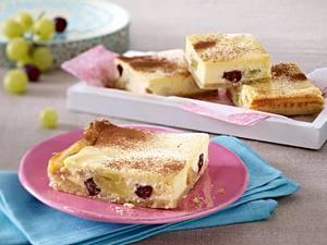 Trauben-Kuchen vom Blech mit Frischkäse-Orangen-Guss Rezept