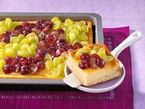 Trauben-Schmand-Kuchen (Schmandmasse mit Puddingpulver) Rezept