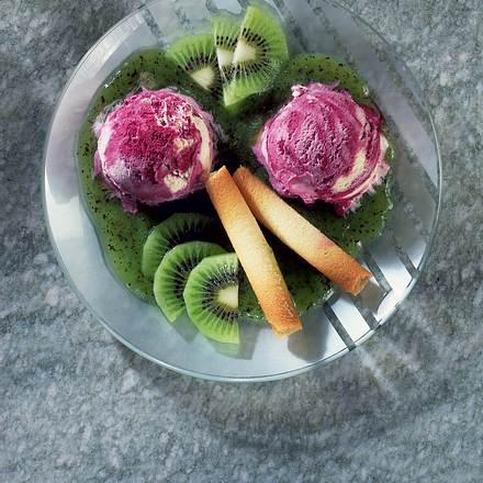 Traubeneis mit Kiwisoße Rezept