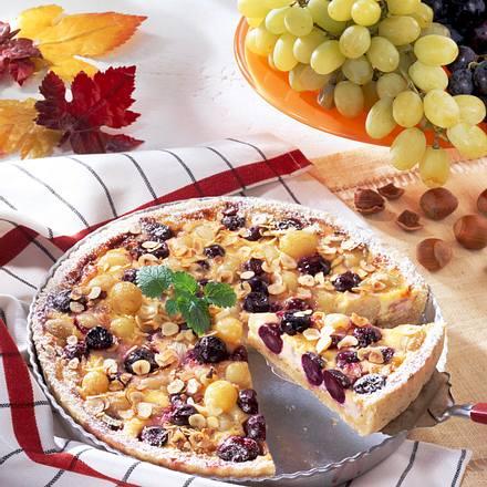 Traubenquiche mit Haselnussboden und Schmandguss Rezept