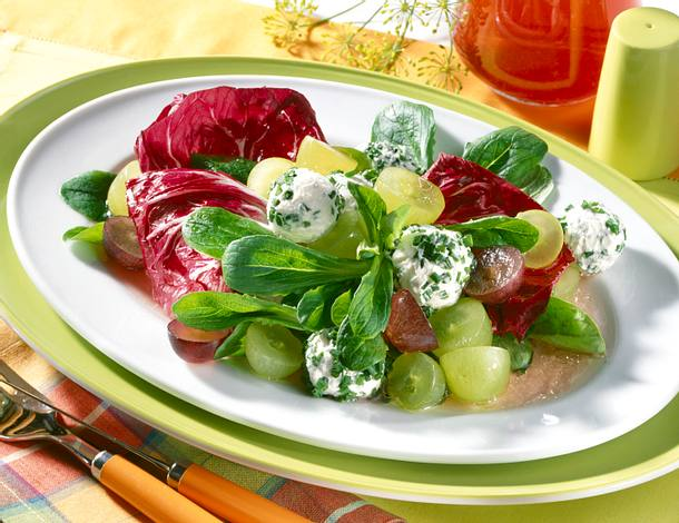 Traubensalat mit Frischkäsebällchen Rezept