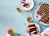 Triple-Choc-Torte mit Goldkugeln Rezept