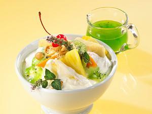 Tropischer Obst-Quarksalat mit Erdnüssen Rezept