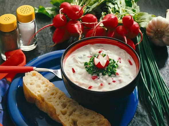 Tsatsiki mit Rettich und Radieschen Rezept