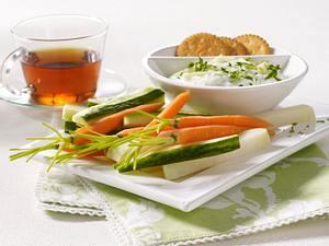 Tsatsiki zu Gemüsesticks Rezept