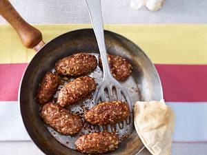 Türkische Köfte mit Minz-Joghurt-Dip Rezept