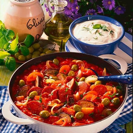 Türkisches Wurstgulasch mit Minzjoghurt Rezept