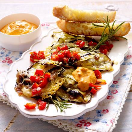 Überbackene Auberginen-Schnitzel mit Bohnenfüllung zu Aiwar-Schmand Rezept