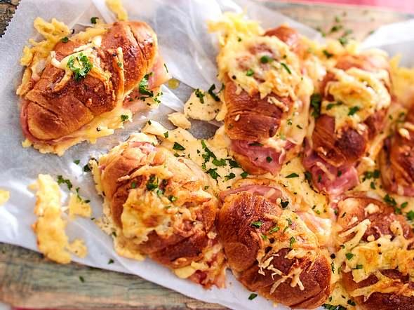 """Überbackene Croissants """"Cordon bleu"""" Rezept"""
