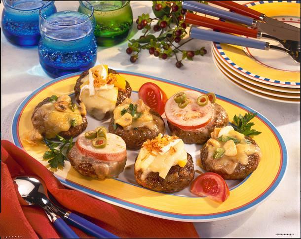Überbackene Frikadellen mit dreierlei Käsehauben Rezept
