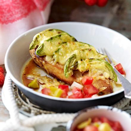 Überbackene Hähnchenfilets mit Tomatensalat Rezept
