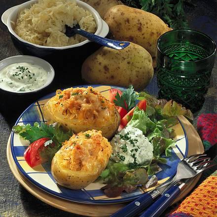 Überbackene Kartoffel mit Sauerkraut Rezept