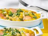 Überbackene Riccioli mit 4-Käsesoße, Lachs und Lauchzwiebeln Rezept