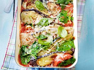 Überbackene Schnitzelpfanne mit Tomaten, Auberginen und Spinat Rezept