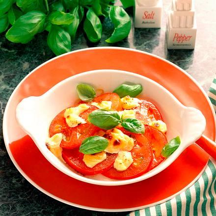 Überbackene Tomatenscheiben mit Basilikum Rezept