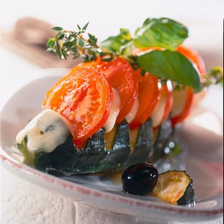 Überbackene Zucchini mit Tomate und Mozzarella Rezept