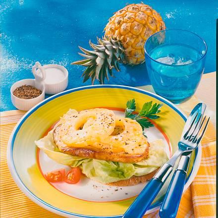 Überbackenes Schnitzel Hawaii mit Salat Rezept