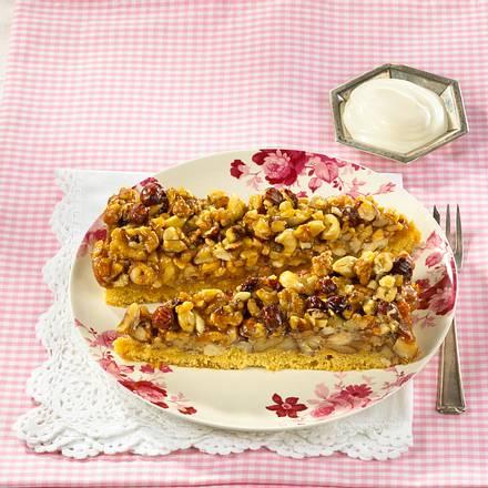 Umgedrehter Sirup-Nuss-Kuchen Rezept