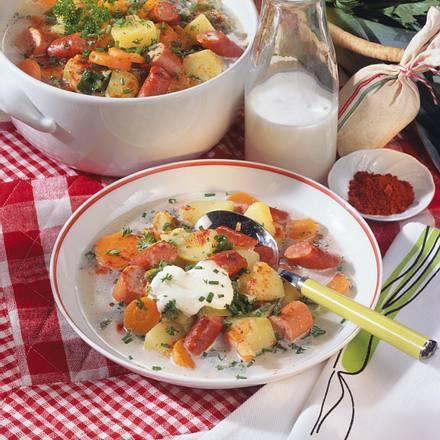 Ungarische Gemüsesuppe mit Würstchen Rezept