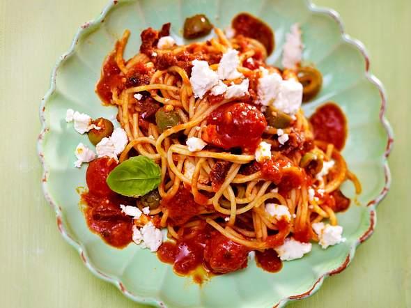 Urlaub in 25 Minuten: Spaghetti alla napoletana Rezept