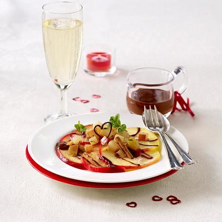 Valentinsmenü für Zwei: Vanille-Zimt-Äpfel und -Birnen mit Schokosoße (+ Schokoherz-Deko) Rezept