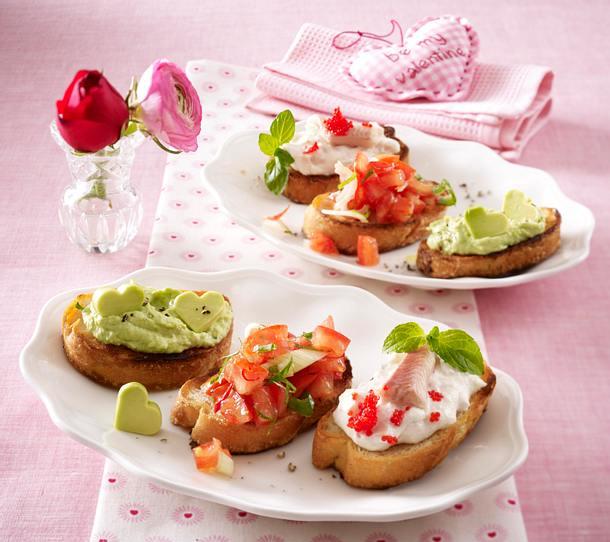 Valentinsmenü Vorspeise: Dreierlei Bruschetta mit Tomaten al arrabiata, Avocadocreme und Forellencreme Rezept