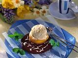 Vanille-Eis auf Schokosoße Rezept