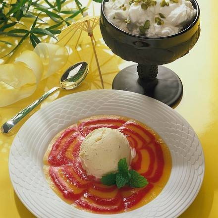 Vanille-Eis mit Himbeer-Pfirsichsoße Rezept