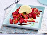 Vanille-Eis mit marinierten Erdbeeren Rezept
