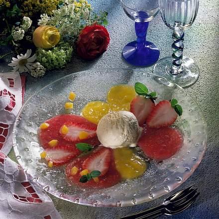Vanille-Eiscreme auf Fruchtpüree Rezept