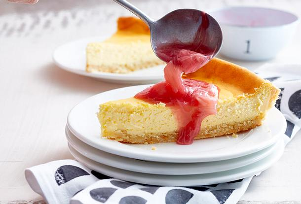 Vanille-Käsekuchen mit Rhabarberkompott Rezept