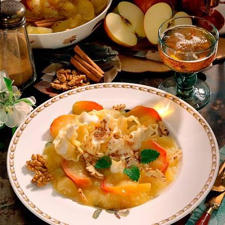 Vanille-Nudeln mit Apfelkompott Rezept