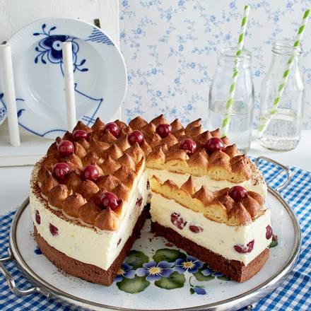 Vanillecreme-Kirschtorte mit Brandteighaube Rezept