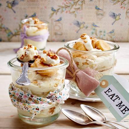 Vanillecreme mit Zimtbananen und Krokant Rezept