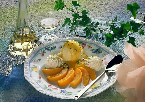 Vanilleeis mit Pfirsich Rezept