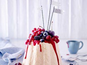 Vanilleeistorte mit Früchten Rezept