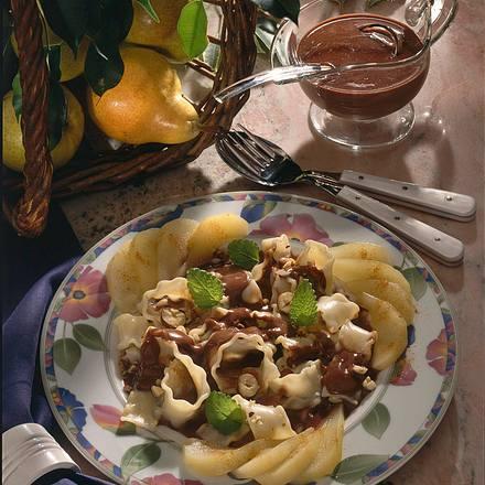 Vanillenudeln mit Nougatsoße und Birnen Rezept