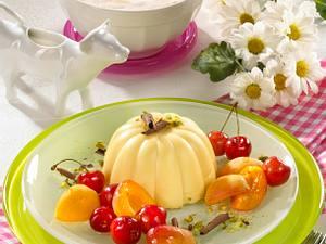 Vanillepudding mit Kirschen & Aprikosen Rezept