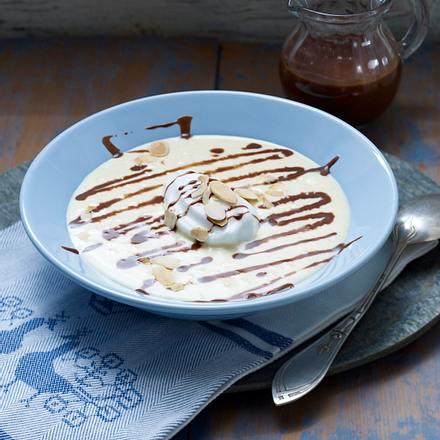 Vanillesuppe mit Schneeklößchen Rezept