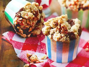 Vegane Marmor-Muffins mit Cookie-Teig-Kern und Erdnuss-Streuseln Rezept