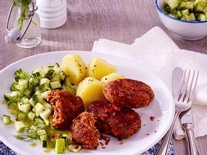 Vegetarische Frikadelle Mit Gurkensalat und Salzkartoffeln Rezept