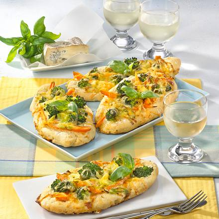 mini pizza mit gorgonzola rezept. Black Bedroom Furniture Sets. Home Design Ideas