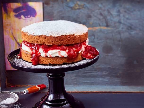 "Verlockender Victoria-Sponge-Cake ""Please, Please me"" Rezept"